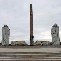 Monument to the Heroic Defenders of Leningrad.