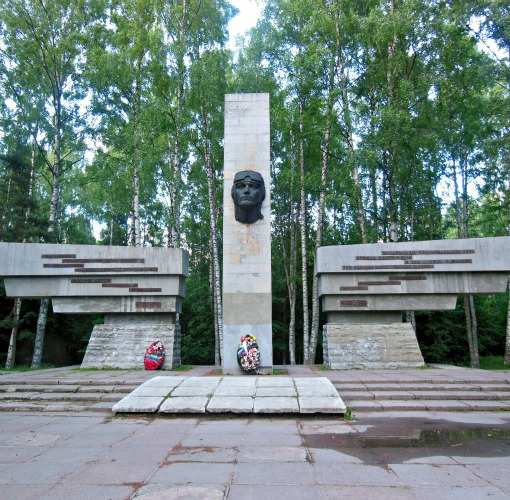 Monument to the Defenders of Leningrad Sky