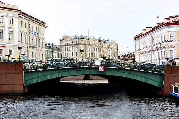 The Pevchesky Bridge in St Petersburg, Russia - Photo courtesy of Bin im Garten, Wikimedia.
