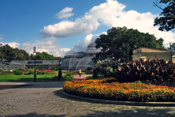 The Botanical Garden in St Petersburg, Russia - Source Wikimedia.