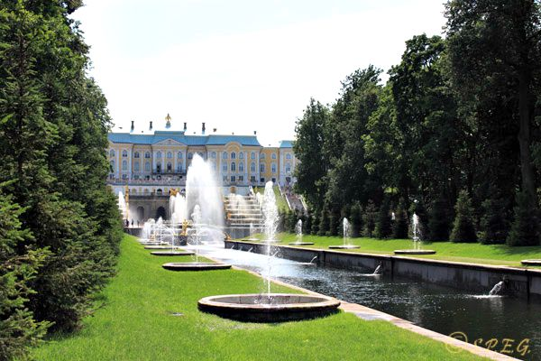 A view of the Grand Palace in Peterhof.