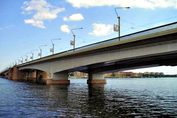 The Alexander Nevsky Bridge in St Petersburg, Russia - Photo courtesy of Sergey Nemanov, Wikimedia.