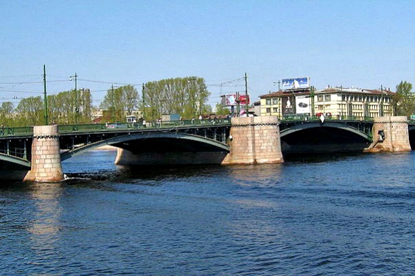 The Exchange Bridge in St Petersburg, Russia - Photo courtesy of Dezidor, Wikimedia.