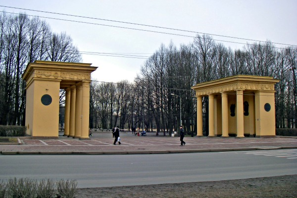 Moscow Victory Park in St Petersburg, Russia - Photo courtesy user One half 3544, Wikimedia.