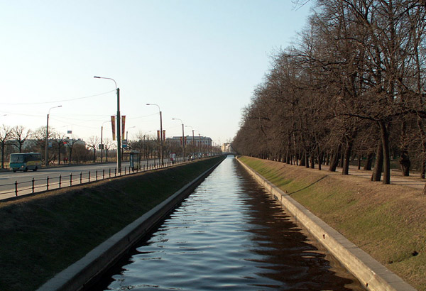 The Swan Canal - Photo courtesy of User Loki, Wikimedia Commons.