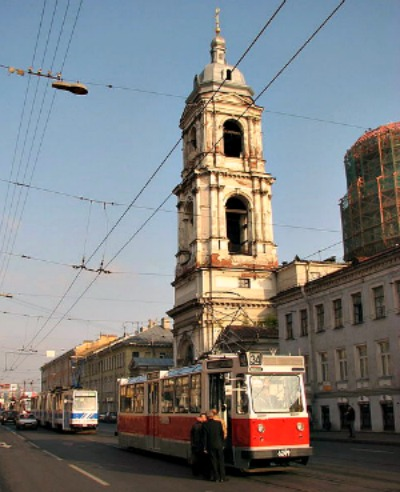 Typical trams running in the city center of St Petersburg, Russia. Source: Wikimedia.